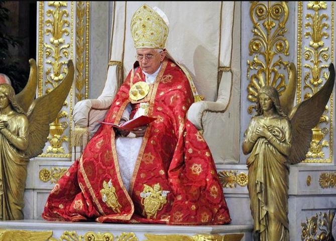 Le pape Benoît XVI, 93 ans, « extrêmement fragile »