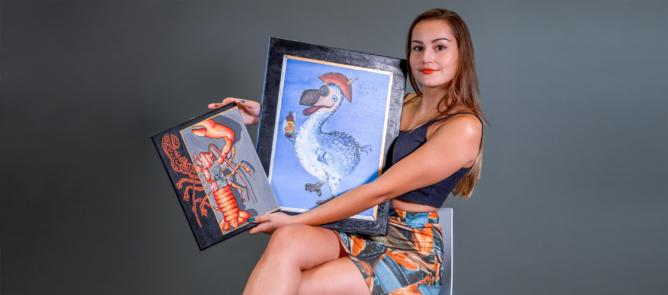 Cyrielle, heureuse dans sa bulle d'artiste