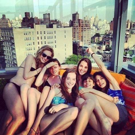 Avec ses copines Top Model à New York, dont Marileah et Joséphine