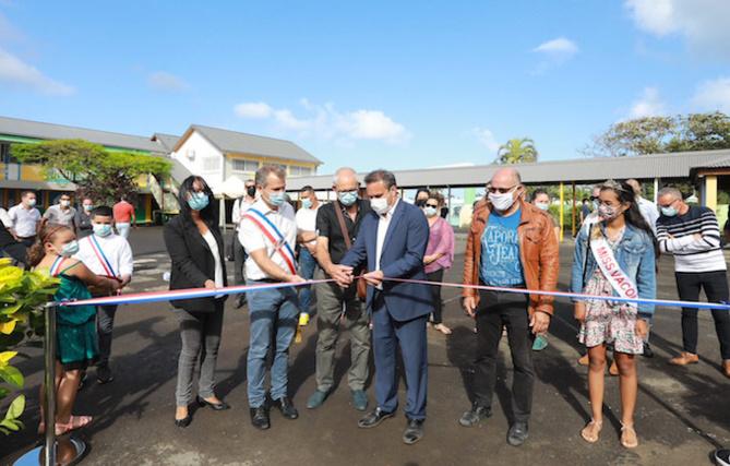 Inauguration de la cuisine centrale et du centre aquatique de Saint-Philippe