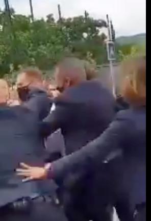 Emmanuel Macron giflé lors d'un déplacement