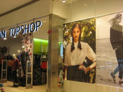 Pauline Hoarau s'affiche dans un grand magasin de Kuala Lumpur - Photo JA