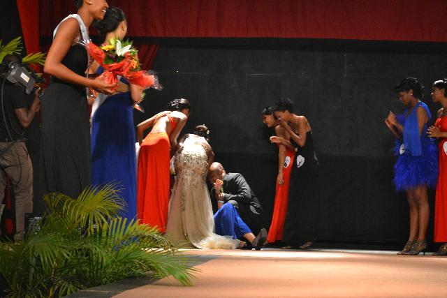 Miss Mayotte 2013 s'écroule!
