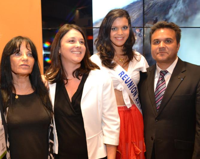 Jacqueline Farreyrol, présidente de l'IRT, Sylvia Pinel, Ministre de l'Artisanat, du Commerce et duTourisme, Vanille M'Doihoma, Miss Réunion 2013, et Didier Robert, président de la Région