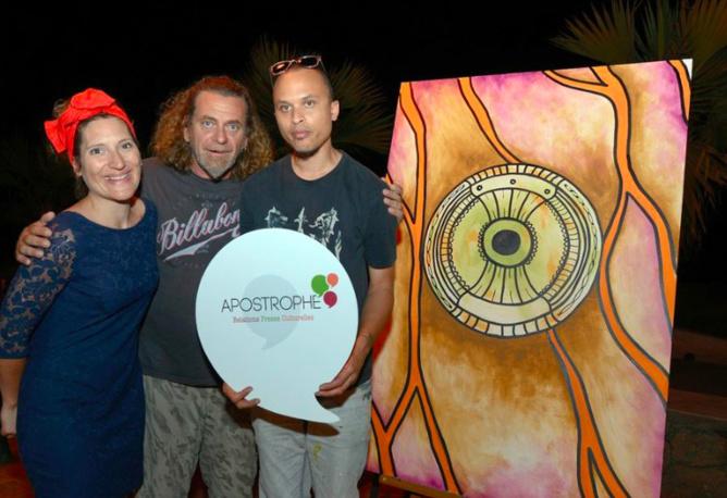 Julie Casterman, Ludovic, gérant de  la Rondavelle des Filaos, et l'artiste Mégot