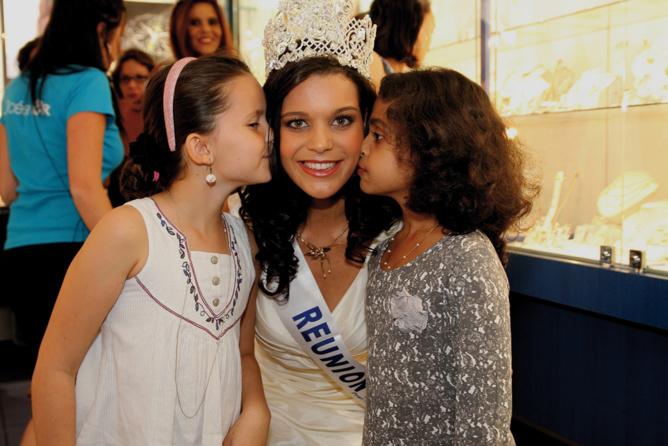 Miss Reunion avec Lucie Blanc  et Anna Mogalia,des admiratrices