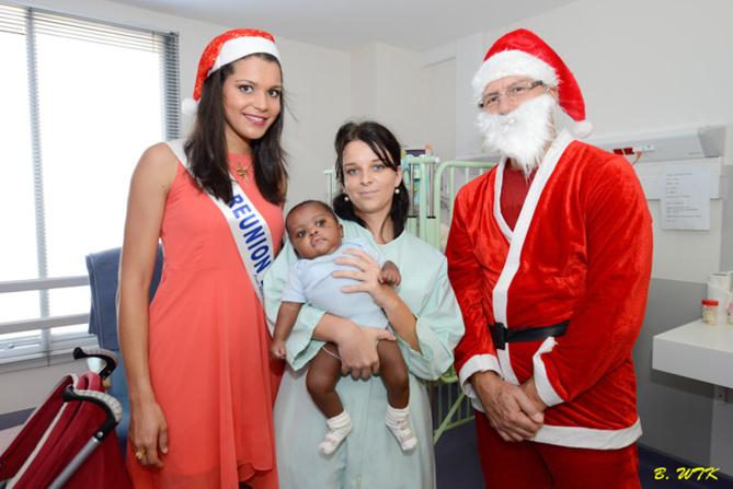 Vanille et le Père Noël avec Pauline Bourget,  aide-soignante, et un bébé en soin pédiatrique