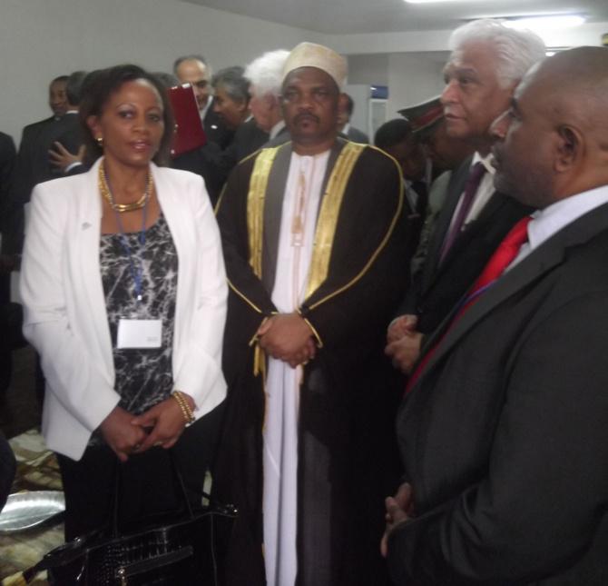 De gauche à droite, rencontre entre chefs d'Etat, chefs de délégation et le président Hery Rajaonarimampianina  Mme Fatoumia Ali Bazi, chargée de mission COI, Docteur IKililou Dhoinine, Président de l'Union des Comores, Jean-Claude de l'Estrac, Secrétaire général de la COI, Azali Assoumani, ancien Président de l'Union des Comores et ancien chef de mission d'observation électorale de la COI