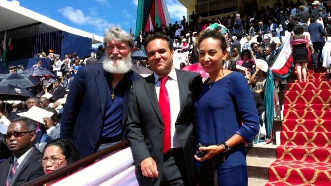 Le Père Pedro avec Corine et Didier Robert
