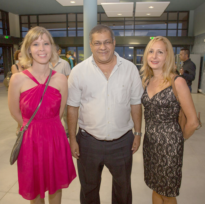 Emmanuelle Sardain du MEDEF Réunion,  Arzou Mahamadaly, président du Groupe CRC,   et Sandrine Dunand-Roux, secrétaire générale du MEDEF