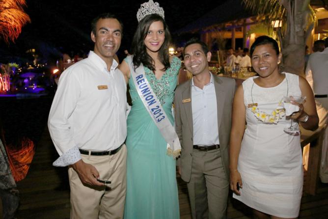 Miss Réunion entourée de l'équipe Zilwa Attitude