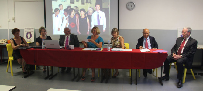 L'Association des Membres de l'Ordre des Palmes Académiques (AMOPA) se réunit autour de sa présidente Sylviane Urbain,  afin de décerner les décorations de chevaliers et d'officiers des Palmes Académiques
