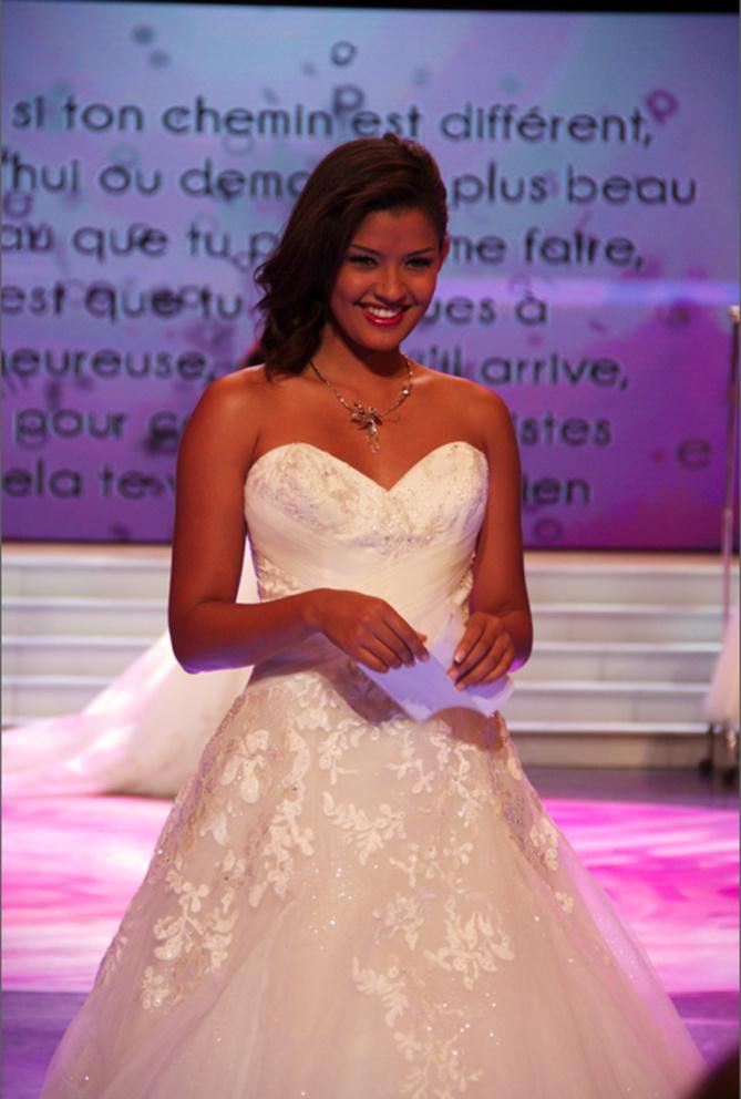 Divine en robe de mariée, Ingreed en met plein la vue.