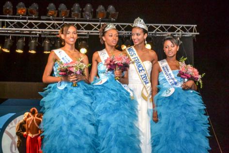Flora Coquerel, Miss France 2014, avec Miss Mayotte 2014, et ses dauphines