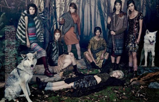 Pauline Hoarau, à droite sur cette page de Vogue Japon qui sortira en octobre