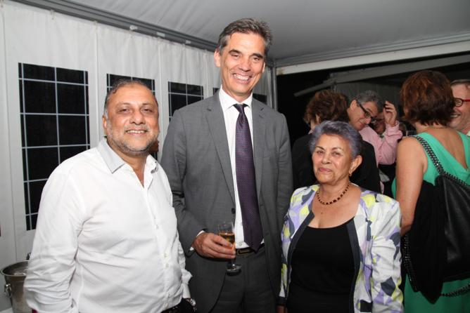 Osman Badat, Dominique Sorain  le nouveau préfet de la Réunion, et Justine Edmond, présidente de l'ACH
