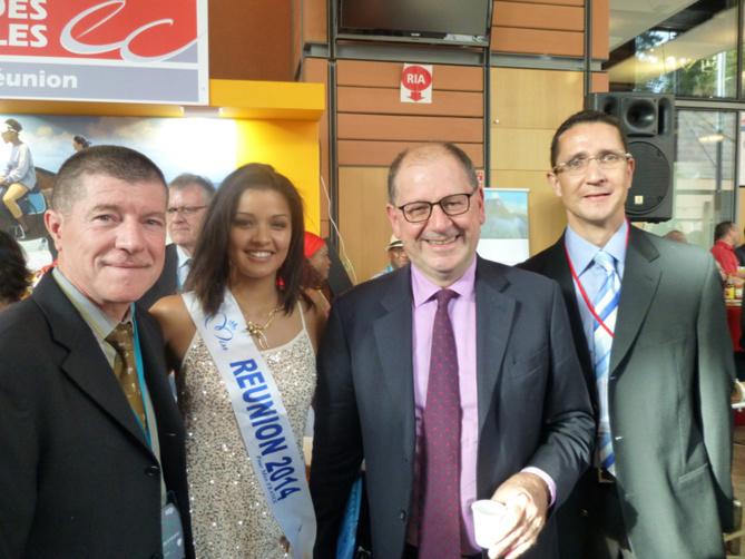 Marcelino Burel, président de l'Ordre des Experts Comptables de La Réunion, Ingreed Mercredi, Hervé Novelli et Philippe Jean-Pierre de La Région