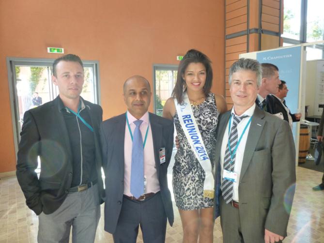 Abdulla Lala, past président de l'Ordre des Experts Comptables de La Réunion, à la droite de Miss Réunion, entouré de deux collègues réunionnais