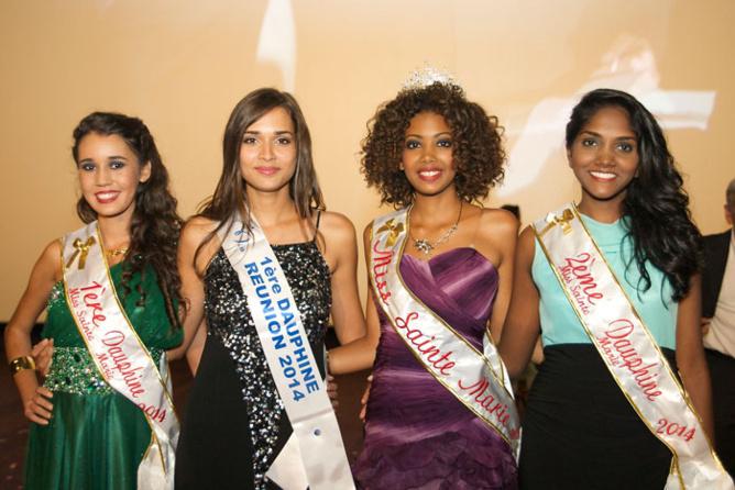 Léa Lebon, 1ère dauphine, Anne-Christie Epissard, Miss Sainte-Marie, et Laurine Apalama, 2ème dauphine accompagnées d'Anne-Gaëlle Laterrière