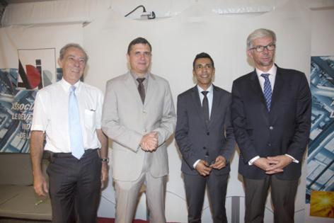 Patrick Guillaumin, directeur général adjoint Région Réunion, Jérôme Isautier, président de l'ADIR, Younous Omarjee, et Thierry Devimeux, Secrétaire Général aux Affaires Economiques