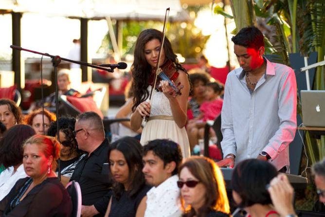 Vanille M'Doihoma, Miss Réunion 2013, au violon