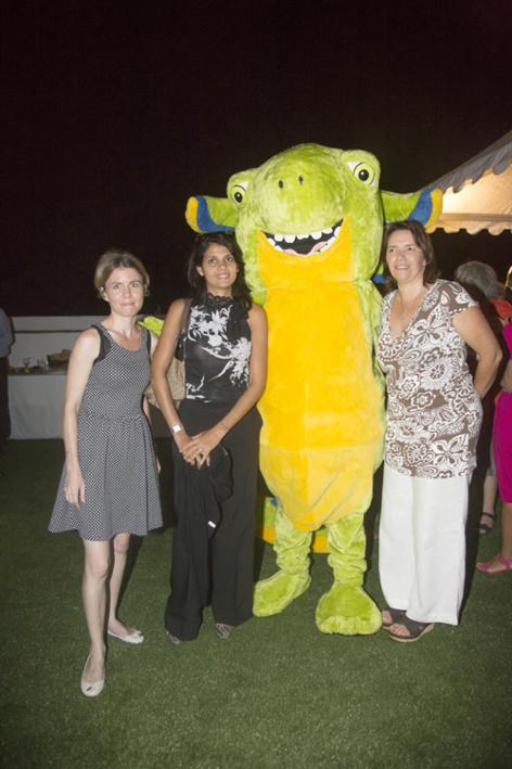 Séverine Lepinay, Samia Karam, secrétaire générale de la Fedom, Léanou, mascotte de Nou La Fé, et Ania Van Den Cruys