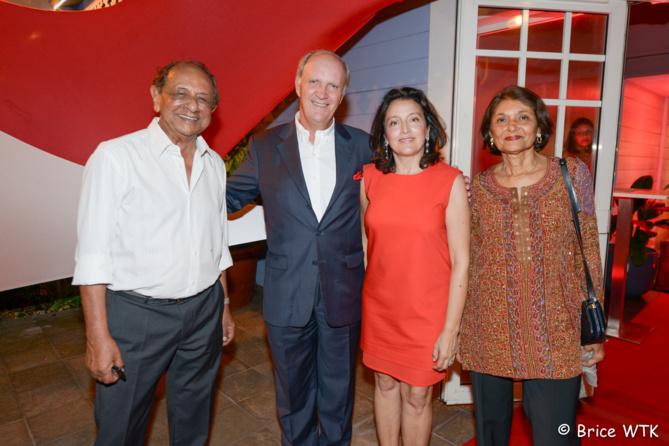 Abdé-Ali Goulamaly, président du Groupe OcéInde et fondateur de SFR Réunion, Bertrand Guillot, président de la SRR et son épouse Elisabeth, madame Goulamaly