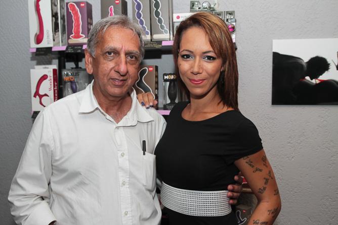 Aziz Patel et Mélissia, la pôle danseuse préférée de François Heurtebize