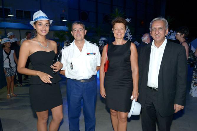 Anne-Gaëlle Lattérière, 1ère dauphine de Miss Réunion, Luc Auffret commandant de la Gendarmerie de La Réunion et son épouse Sylviane, Aziz Patel de 7Magazine