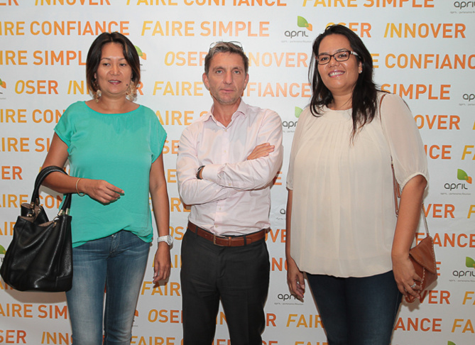 Elodie et Sandrine Wan-Hoi, gérantes de Wan-Hoi Assurances, et Michel Petiot
