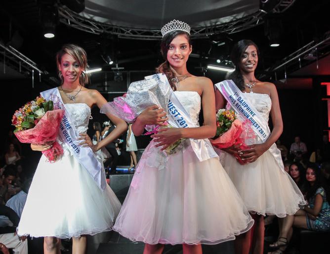 Farida Gombert entourée de ses deux dauphines, Julie Fernante et Chloé Racine