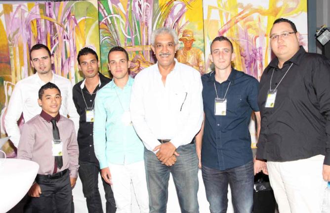 Azeddine Bouali, président de la FRT, et l'équipe d'Animateurs Numériques de Territoire de la FRT