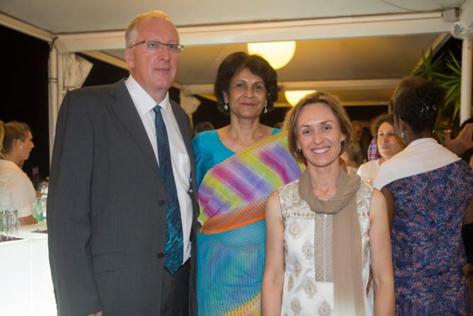 Dominique Leriche et Roumana Cassam Chenai, membres bénévoles de Coeur et Conscience, et Brenda Guidi