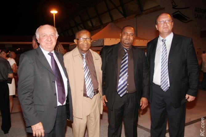 Jean-Paul Noël, Mohamed Chahir, directeur général par intérim de l'aéroport de Moroni, et Elhabib Attoumani, contrôleur financier