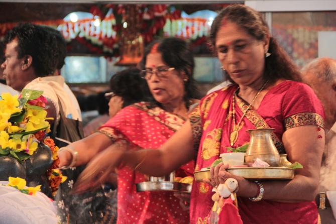 Dans les temples, la même ferveur