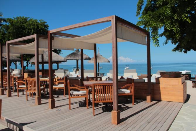 Des bars et restaurants en plein air, rares... Les pieds sur le deck ou dans le sable... Evasion garantie