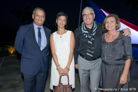 Robert Bourquin, directeur d'Air Mauritius Réunion, une collaboratrice d'Air Mauritius, James Carratini et son épouse Thérèse