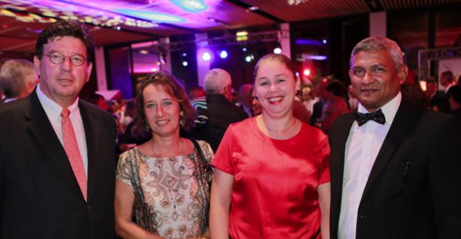 Roland Fischer Directeur Commercial Régional Océan Indien Air France KLM, une invitée, Alain Puel, président d'Oresse et son épouse