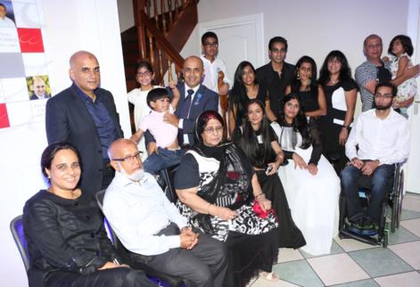 La famille Lala au grand complet autour des patriarches, Mehmoud et Havan Lala