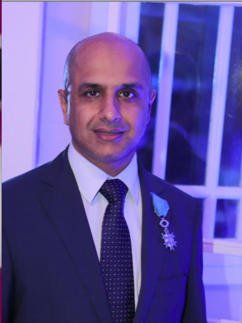 Abdoullah Lala, commissaire aux comptes et expert comptable dirige le cabinet Fiduciaire des Mascareignes. Diplômé de Sciences Po Paris (EF 1992), et président de la section Réunion des Sciences Po, il est aussi maître de conférences associé à l'Université de La Réunion.
