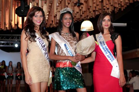 Vanille M'Doihoma, Miss Réunion 2013, Ornella Serveau, Miss Réunion Est 2015, et Anne-Gaëlle Laterrière, 1ère dauphine Miss Réunion 2014 et présidente du jury