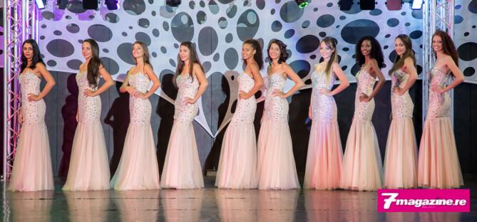 Les 10 candidates en robe de soirée