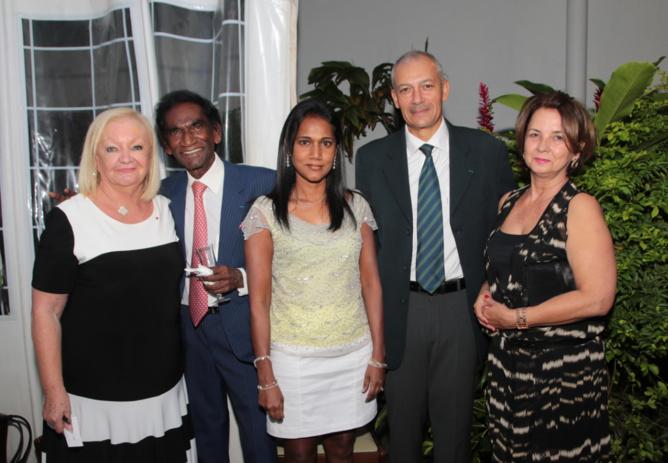 Madame Aude, Raymond Ramassamy, Nadia Ramassamy, le Commissaire Jean-François Lebon, directeur de la Police et son épouse