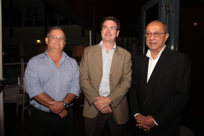 Christian Morel, directeur VUL VI Cotrans, Bertrand Sireyjol directeur général Cotrans Automobiles, et Rafik Cassam-Chenaï, ex-directeur Développement des véhicules électriques chez Automobiles Réunion, désormais retraité