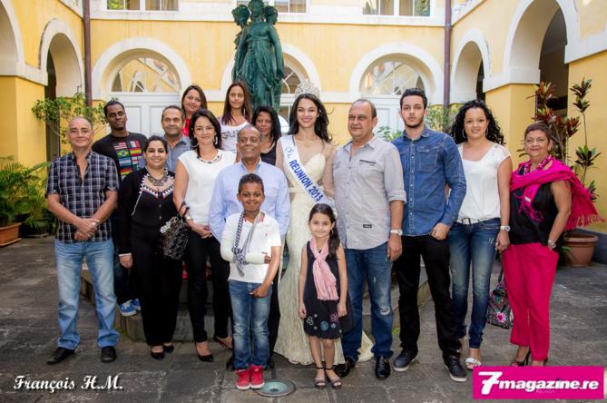 Toute la famille d'Azuima autour de monsieur le maire