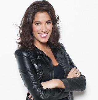 Laurie Cholewa présente le Loto sur TF1<br>Une beauté fascinante!