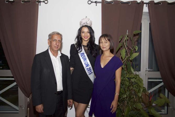 Aziz Patel du Comité Miss Réunion, Azuima Issa, Miss Réunion 2015, et Valérie Payet, adjointe au maire