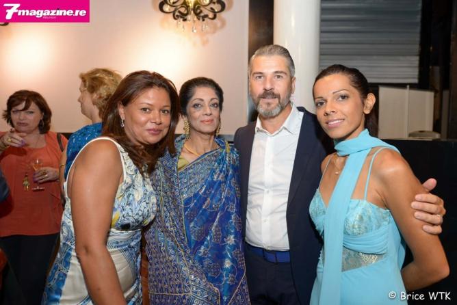 Cyrille Jahin, expert olfactif de la maison Guerlain entouré des équipes de Mado