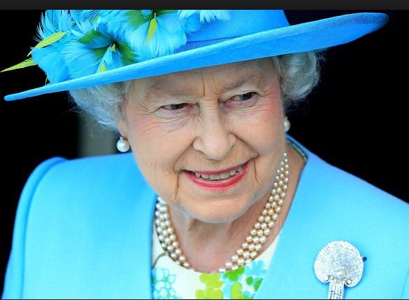 La reine Elizabeth bat la Reine Victoria