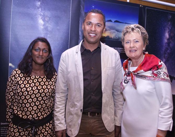 Mr Panamballum, adjoint au maire de Sainte-Rose, avec Emmanuella et Anne Lampert
